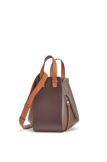 LOEWE Small Hammock Bag In Classic Calfskin Oxblood/Taupe pdp_rd