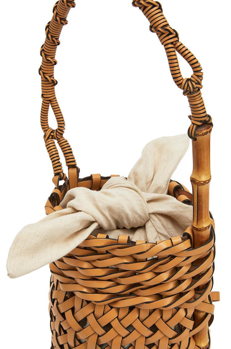 LOEWE Bolso Bucket pin en piel de ternera Dulce De Leche Suave pdp_rd