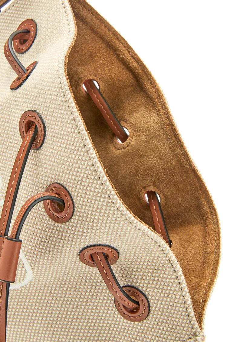 LOEWE Bolso Horseshoe Anagram pequeño en jacquard y piel de ternera Ecru/Bronceado pdp_rd