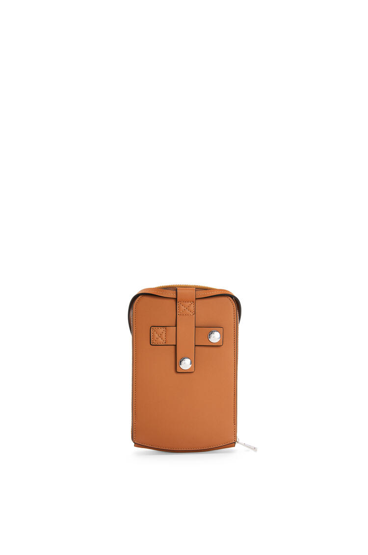 LOEWE Brand multi-functional case in smooth calfskin Tan pdp_rd