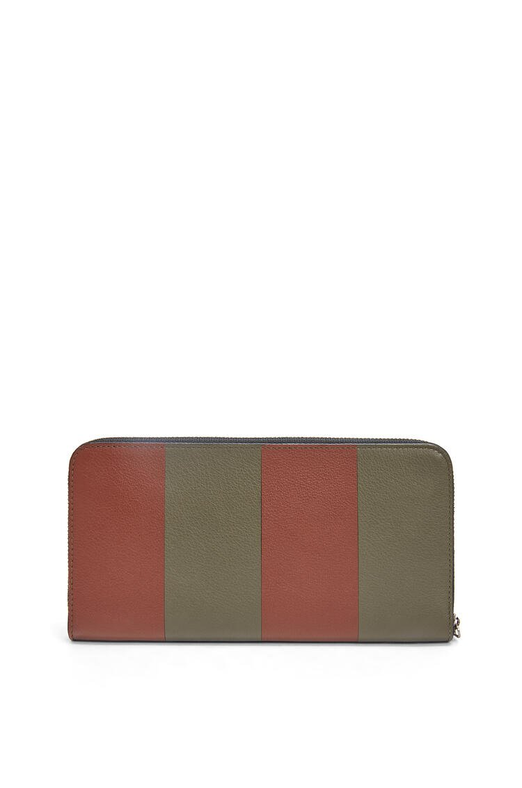 LOEWE Cartera Zip around bicolor en piel de ternera clásica Verde Kaki/Coñac pdp_rd