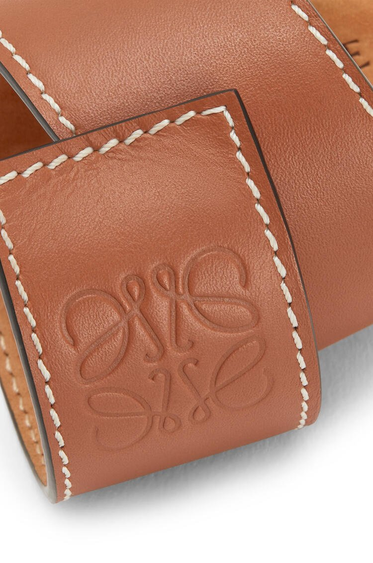 LOEWE Small slap bracelet in calfskin Tan pdp_rd