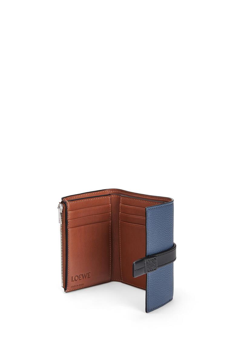 LOEWE Cartera vertical pequeña en piel de ternera con grano suave Indigo Dye/Negro pdp_rd