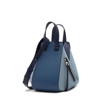 LOEWE Bolso Hammock Pequeño Azul Varsity Multitono front