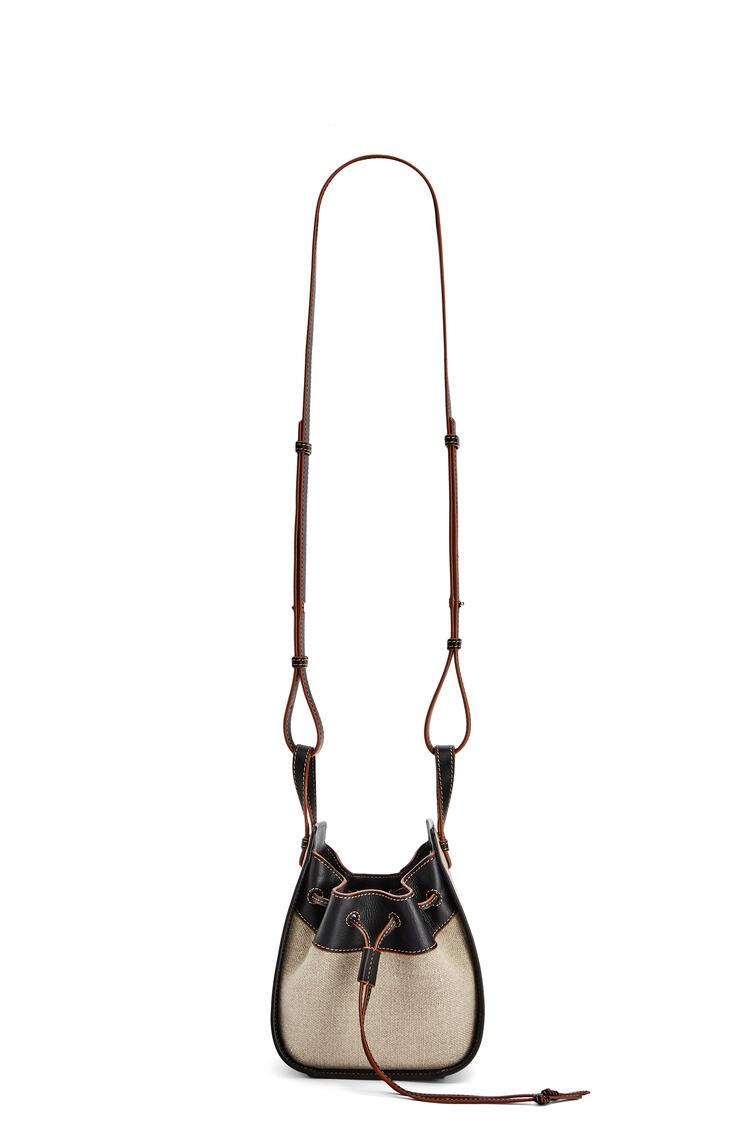 LOEWE Minibolso Hammock Drawstring en piel de ternera y lino Avena Claro/Negro pdp_rd