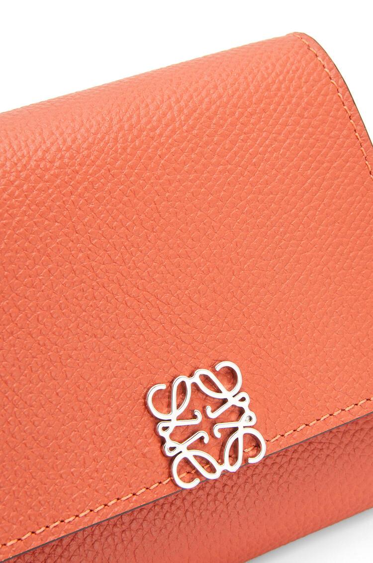 LOEWE Anagram square 8 cc wallet in pebble grain calfskin Pumpkin pdp_rd