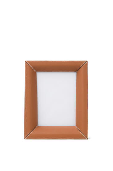 LOEWE Photo frame in grained calfskin Tan pdp_rd