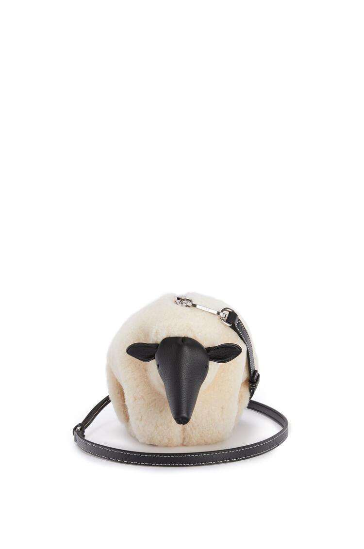 LOEWE Minibolso Sheep en lana de oveja y piel de ternera Natural/Negro pdp_rd