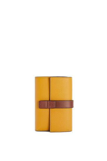 LOEWE 小号柔软粒面小牛皮垂直钱包 Narcisus Yellow/Pecan pdp_rd