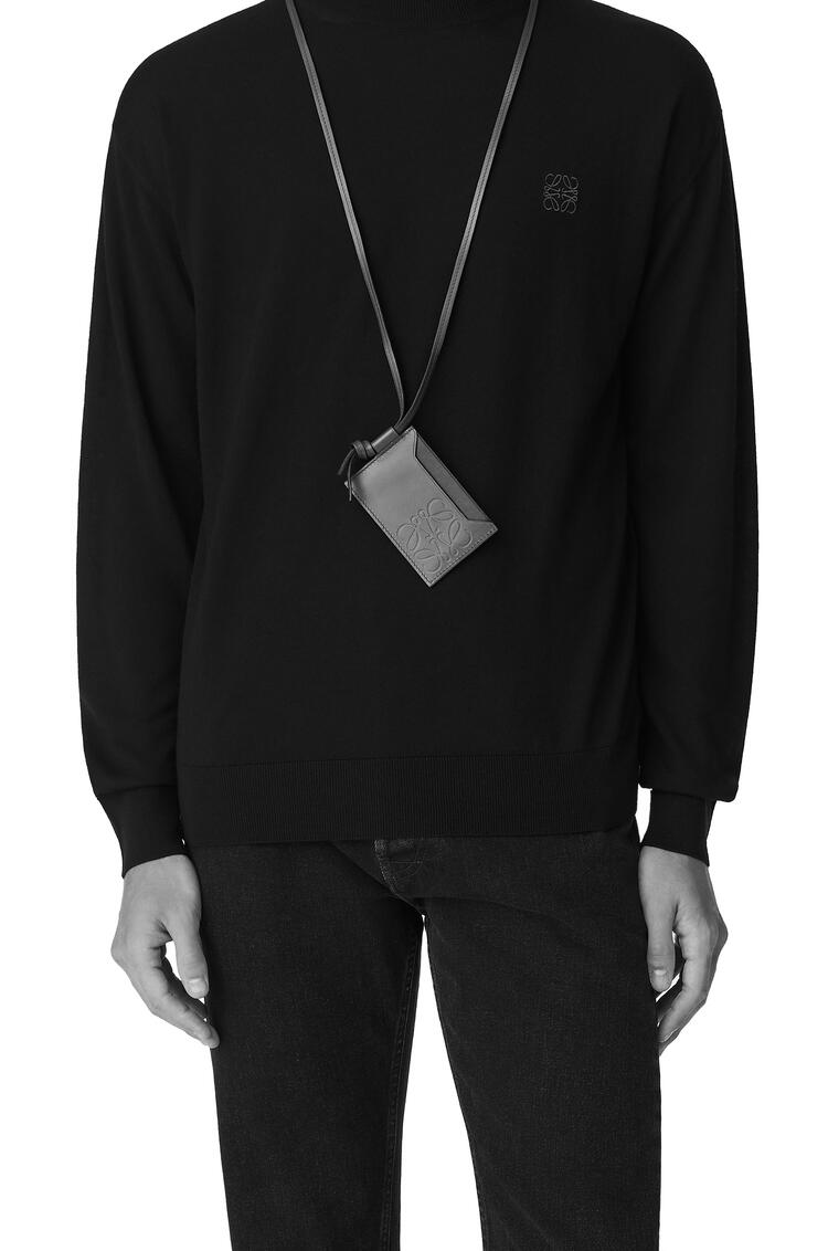 LOEWE Tarjetero y collar liso en piel de ternera Negro pdp_rd