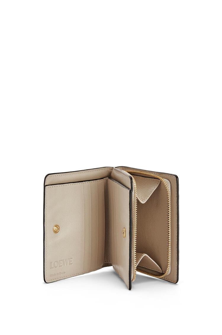 LOEWE Cartera compacta en piel de ternera clásica con cremallera Baya/Avena Claro pdp_rd