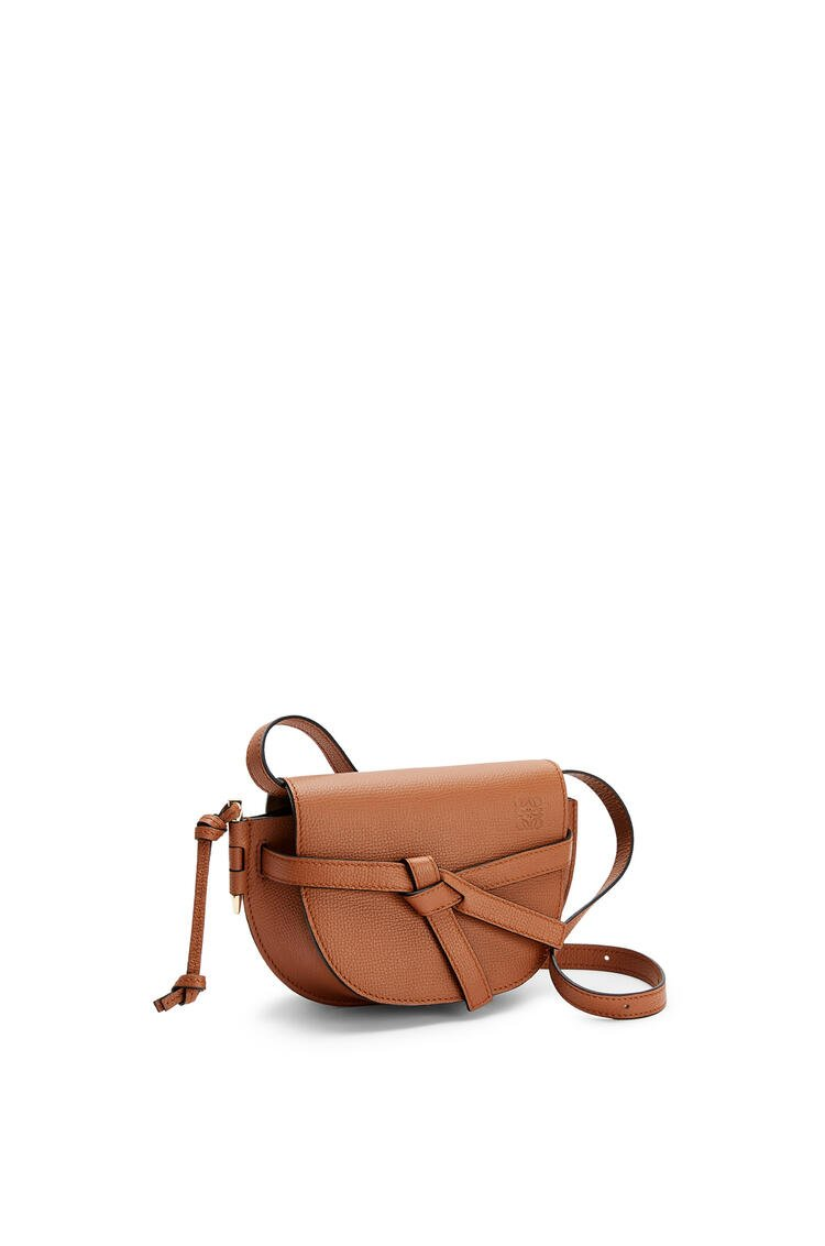 LOEWE Mini Gate dual bag in pebble grain calfskin Tan pdp_rd