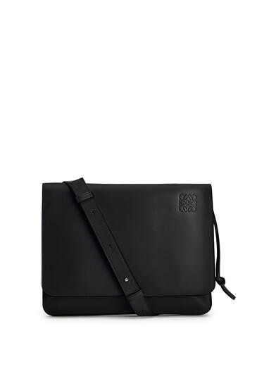 LOEWE Gusset flat messenger bag in smooth calfskin Black pdp_rd