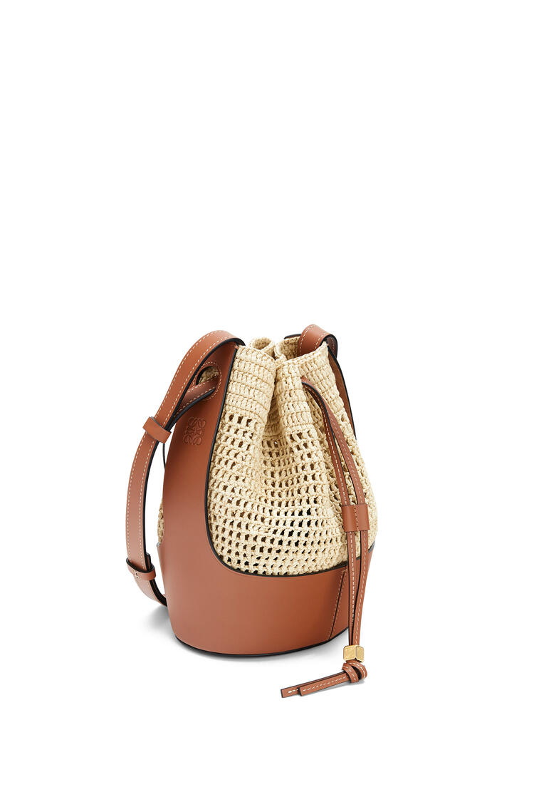 LOEWE Small Balloon bag in raffia and calfskin Natural/Tan pdp_rd