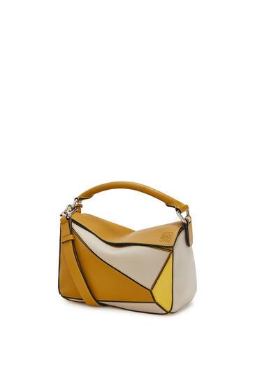 LOEWE Bolso Puzzle pequeño en piel de ternera clásica Ocre/Amarillo pdp_rd