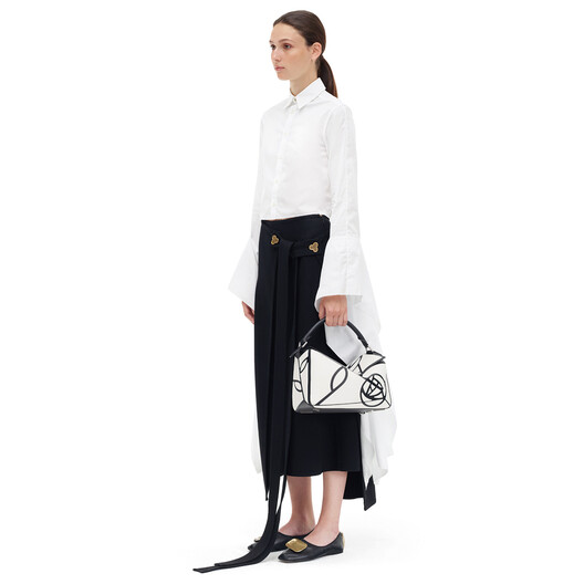 LOEWE Puzzle Roses Bag White/Black front