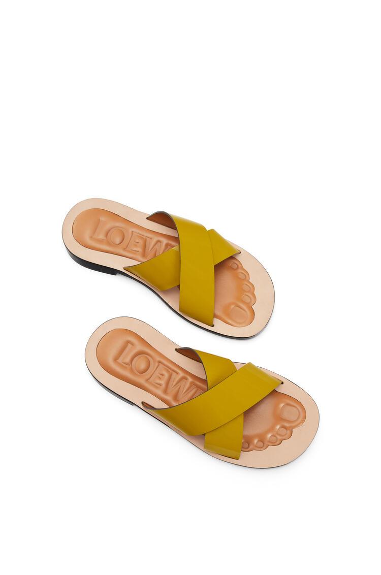 LOEWE Criss cross sandal in calfskin Green pdp_rd
