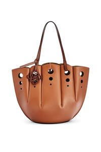 LOEWE Shell Tote bag in classic calfskin Tan pdp_rd
