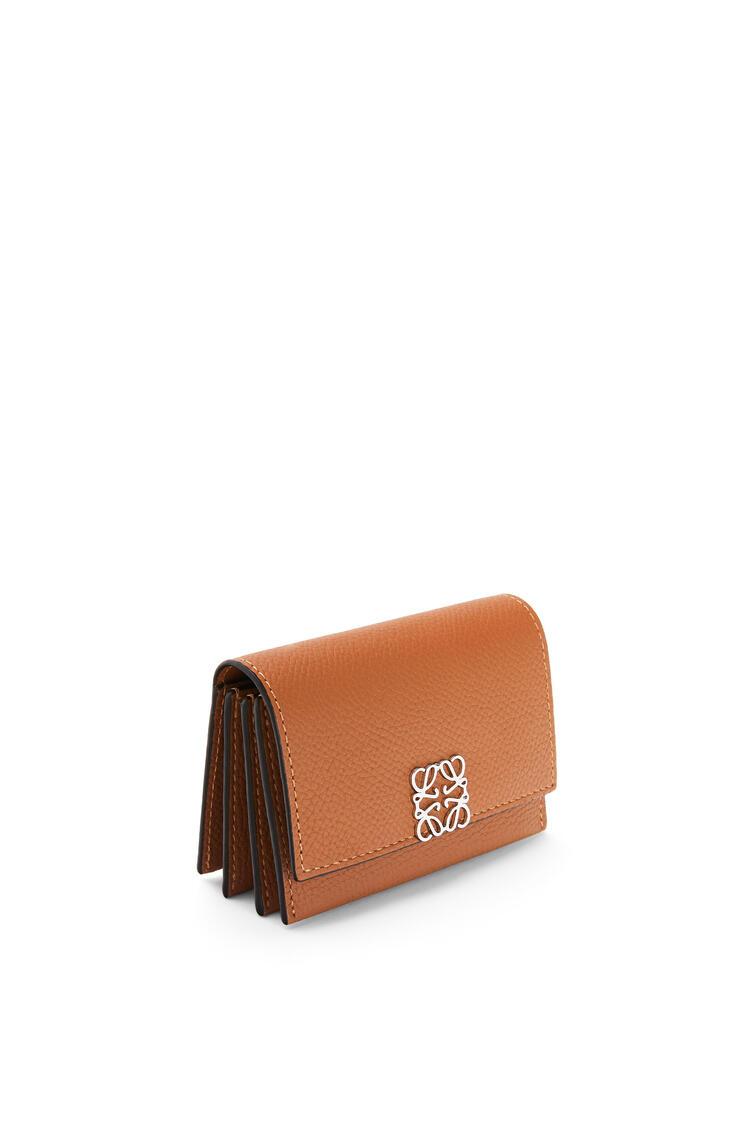 LOEWE Anagram accordion cardholder in grained calfskin Tan pdp_rd