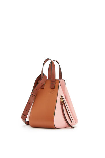 LOEWE Small Hammock bag in classic calfskin Tan/Medium Pink pdp_rd