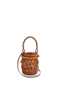 LOEWE Small Fringes Bucket bag in calfskin Tan pdp_rd