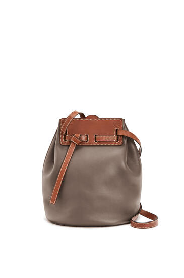 LOEWE ラソ バケットバッグ(ソフト ナチュラル カーフスキン) Dark Taupe/Tan pdp_rd
