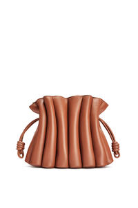 LOEWE Flamenco Ondas clutch bag in smooth calfskin Tan pdp_rd