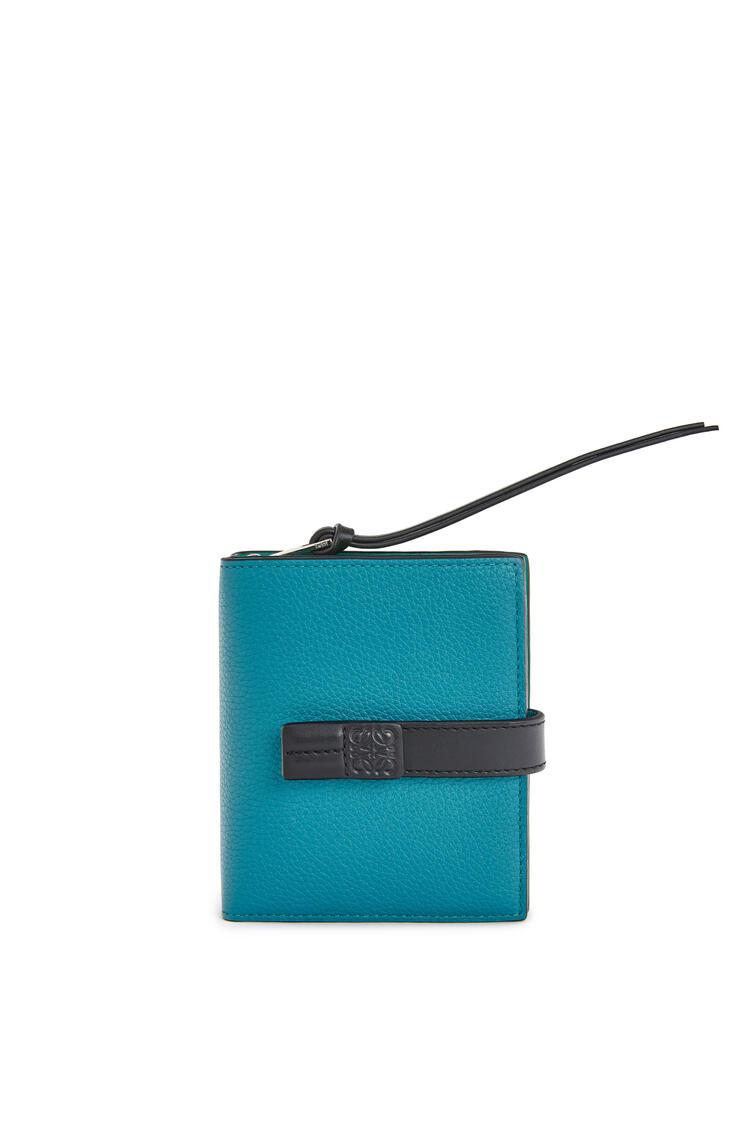 LOEWE Cartera compacta en piel de ternera suave con grano suave Azul Laguna Oscuro pdp_rd
