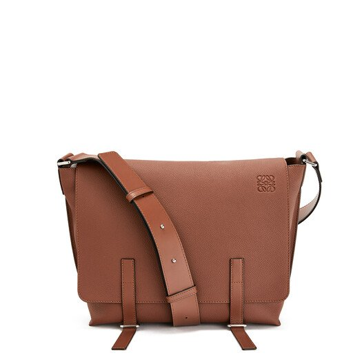 LOEWE Bolso Military Messenger Coñac front