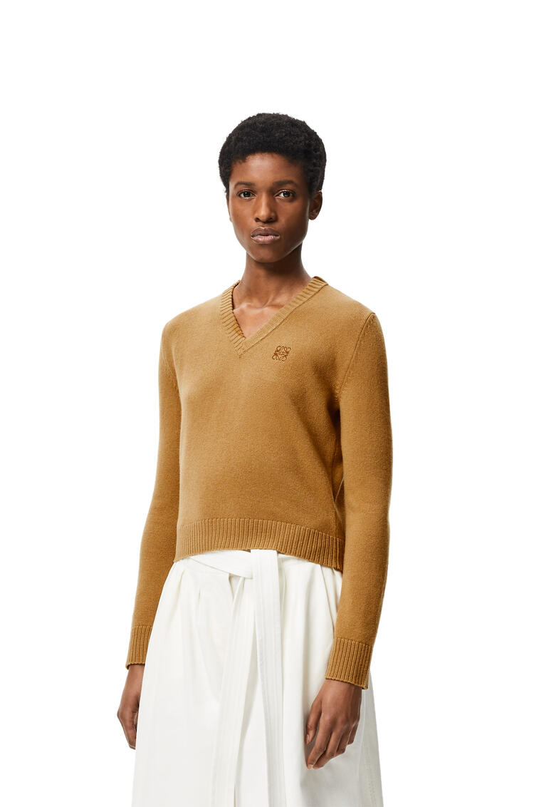 LOEWE Anagram embroidered cropped sweater in wool Camel pdp_rd