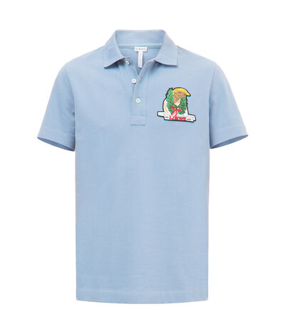 LOEWE Polo With Holidays Patch Azul Celeste front