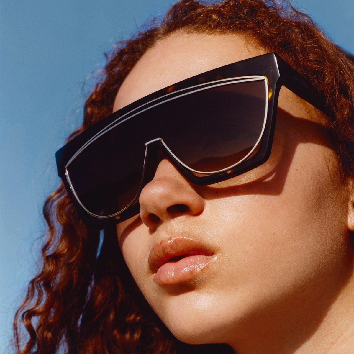 LOEWE Masque Sunglasses Black/Gradient Smoke front