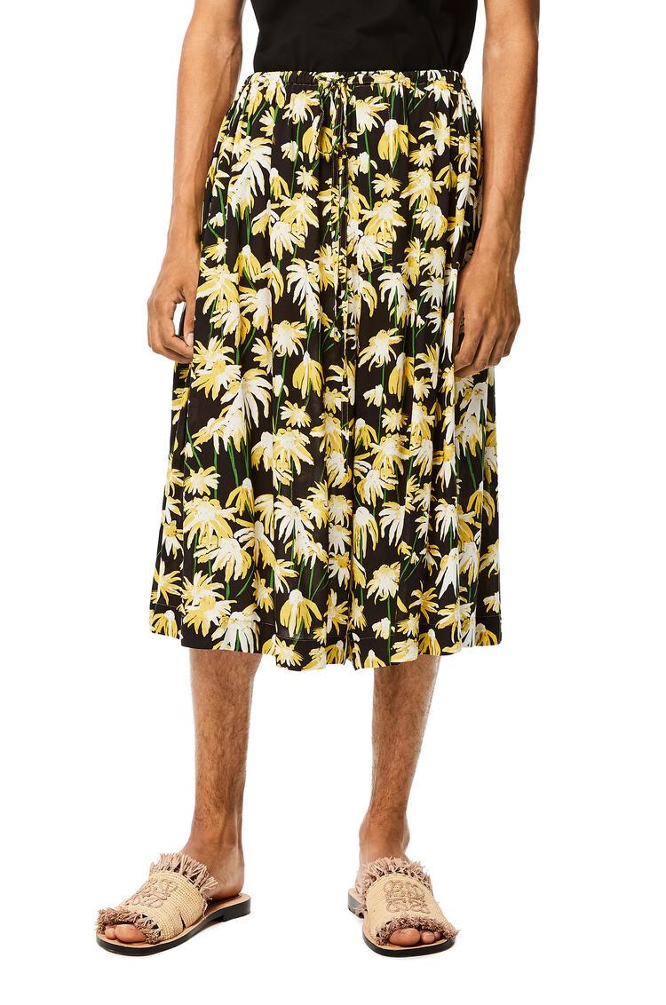 LOEWE Shorts en viscosa con margaritas y cordón Negro/Amarillo pdp_rd