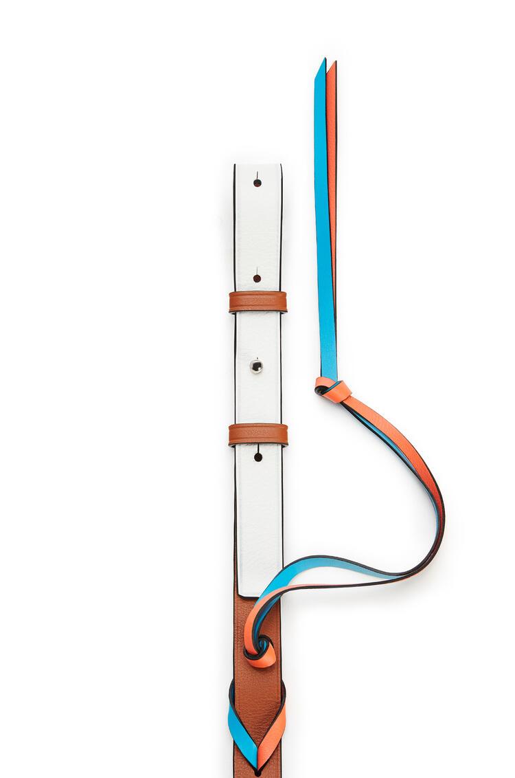 LOEWE Bandolera trenzada loop  en piel de ternera clásica Blanco Suave/Bronceado pdp_rd