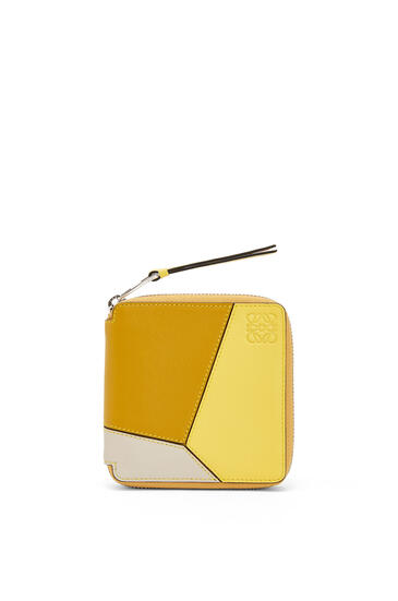 LOEWE Cartera Puzzle Square zip en piel de ternera clásica Ocre/Amarillo pdp_rd