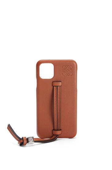 LOEWE Handle cover for iPhone 11 Pro Max in classic calfskin Tan pdp_rd