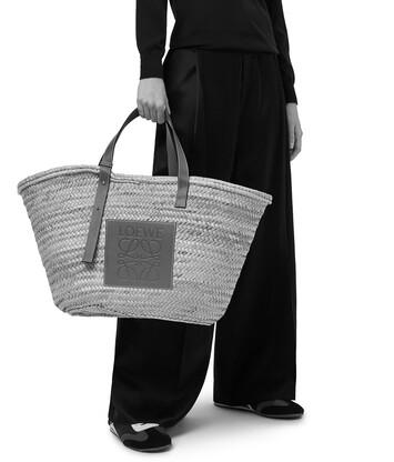 LOEWE バスケットバッグ ラージ (ヤシの葉&カーフスキン) ナチュラル/ホワイト front