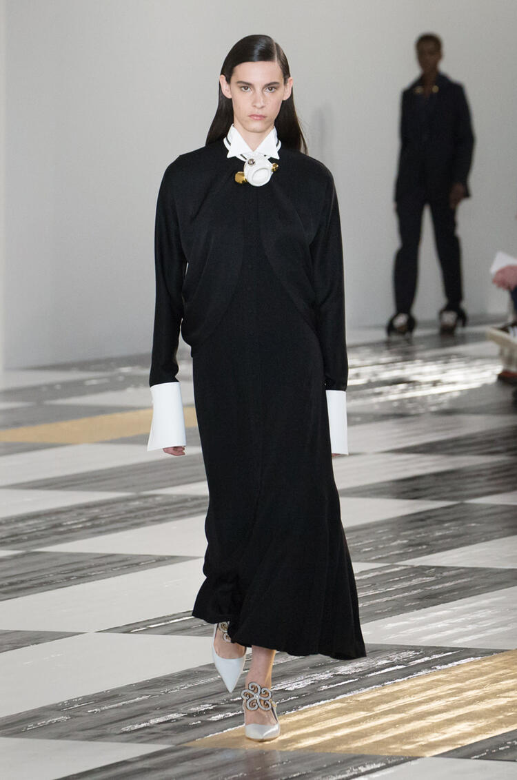 LOEWE Cape sleeve long dress in satin back crepe Black/White pdp_rd