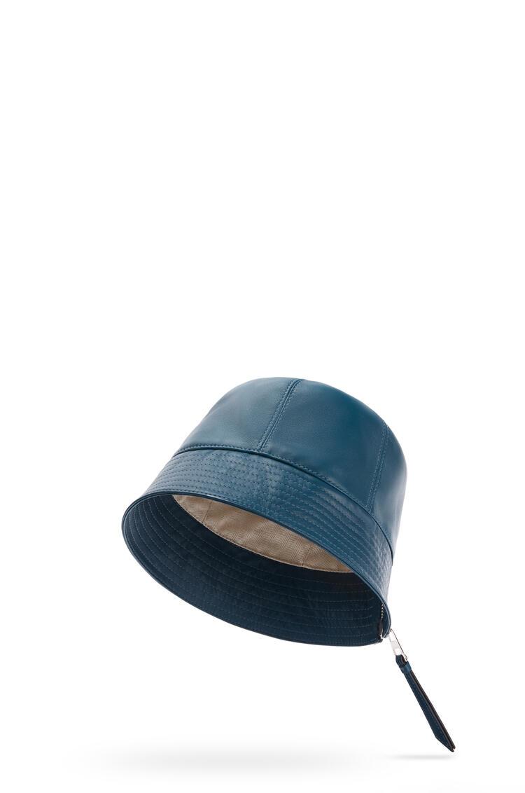 LOEWE Sombrero de pescador en piel napa Indigo Dye pdp_rd