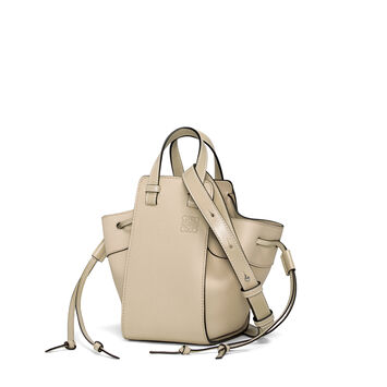 LOEWE Hammock Dw Mini Bag Light Oat  front