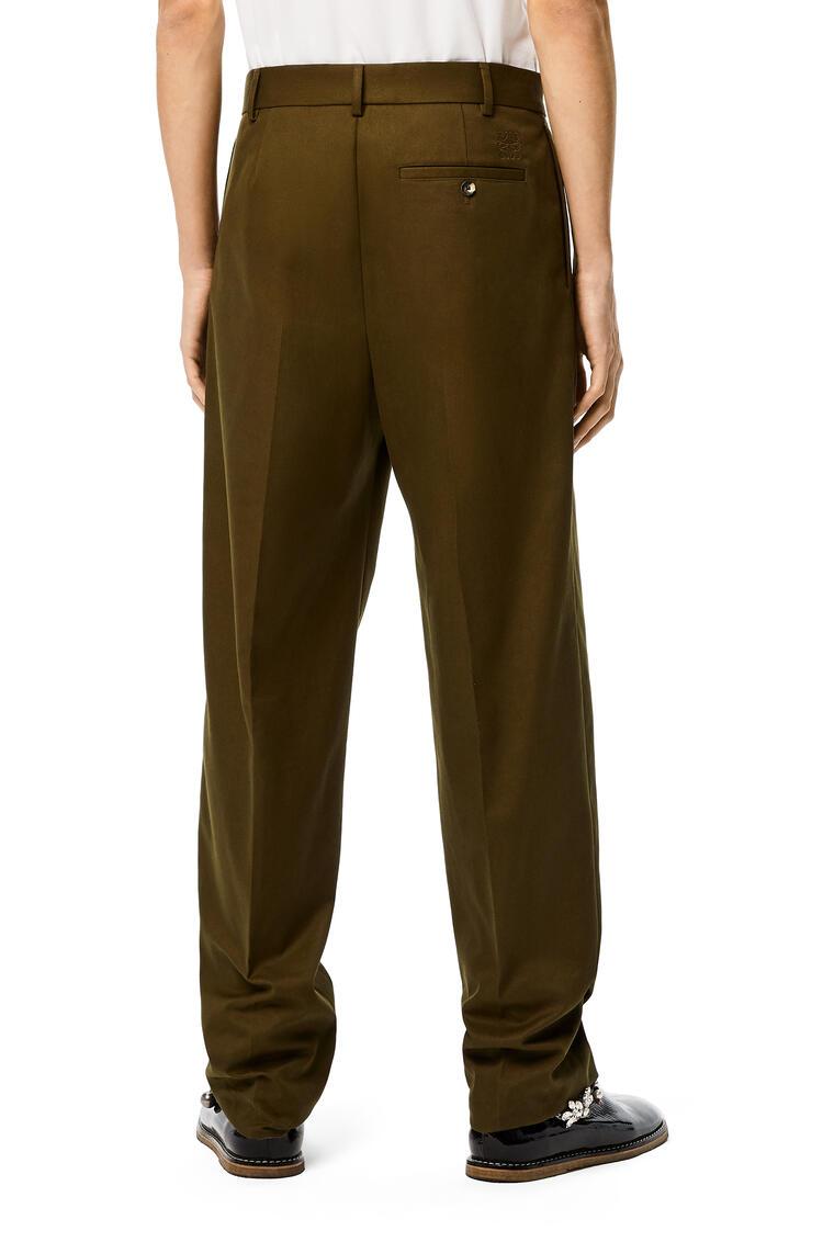 LOEWE Pantalón chino plisado en algodón Verde Militar pdp_rd
