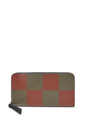 LOEWE Bicolor Zip Around Wallet In Classic Calfskin Khaki Green/Cognac pdp_rd