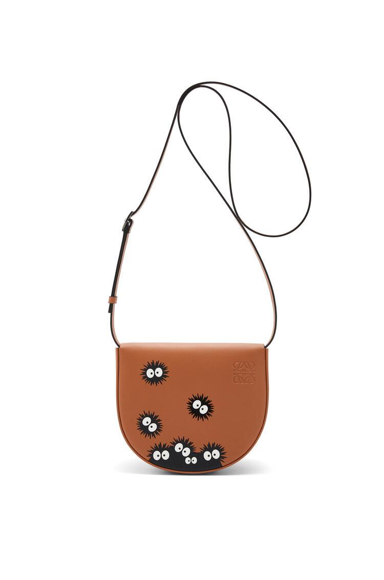 LOEWE Dust Bunnies Heel bag in soft calfskin Tan/Black pdp_rd