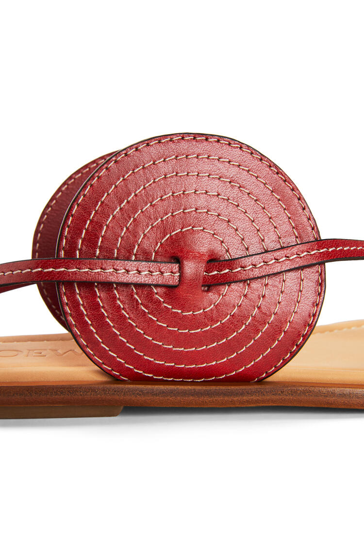 LOEWE Sandalia en piel de ternera con disco Rojo pdp_rd