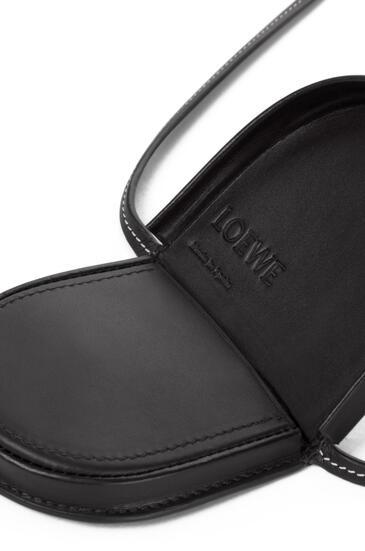 LOEWE Heel Pouch mini en  piel de ternera suave Negro pdp_rd