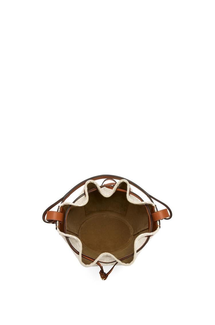 LOEWE Bolso Balloon Anagram en jacquard y piel de ternera Ecru/Bronceado pdp_rd