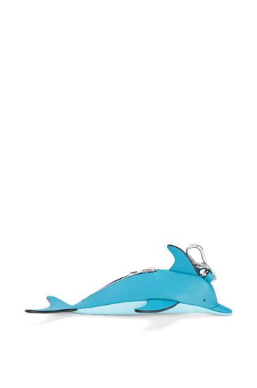 LOEWE Charm En Forma De Delfín En Piel De Ternera Clásica Azul Pavo Real Oscuro/Aqua pdp_rd