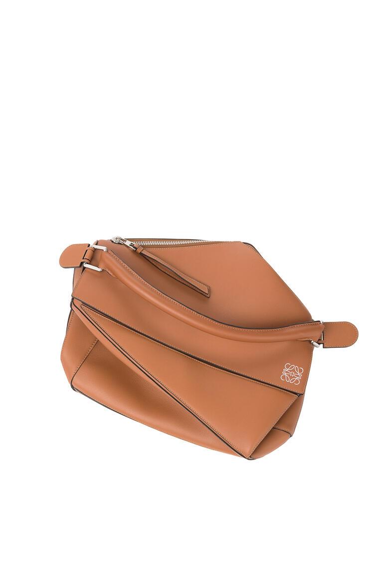 LOEWE Large Puzzle bag in classic calfskin Tan pdp_rd