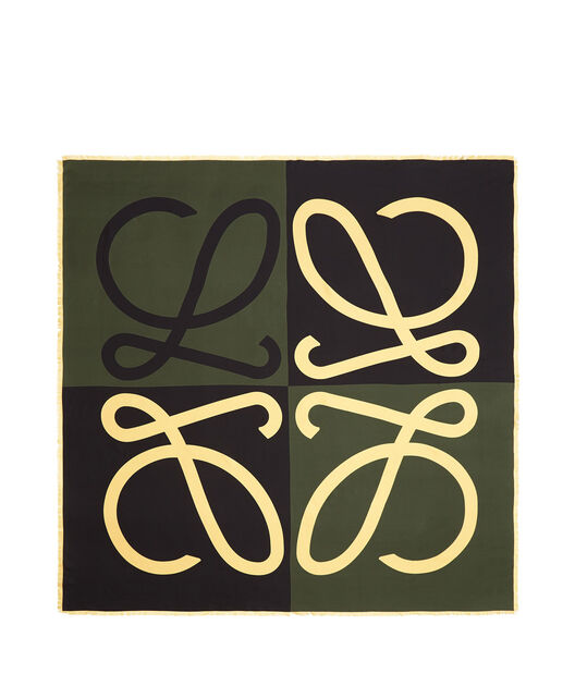 LOEWE 140X140 Scarf Giant Anagram Verde front