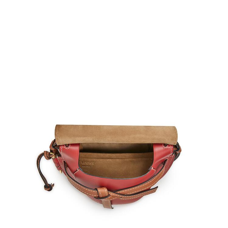LOEWE Bolso Gate pequeño en  piel de ternera suave Granate/Pomodoro pdp_rd